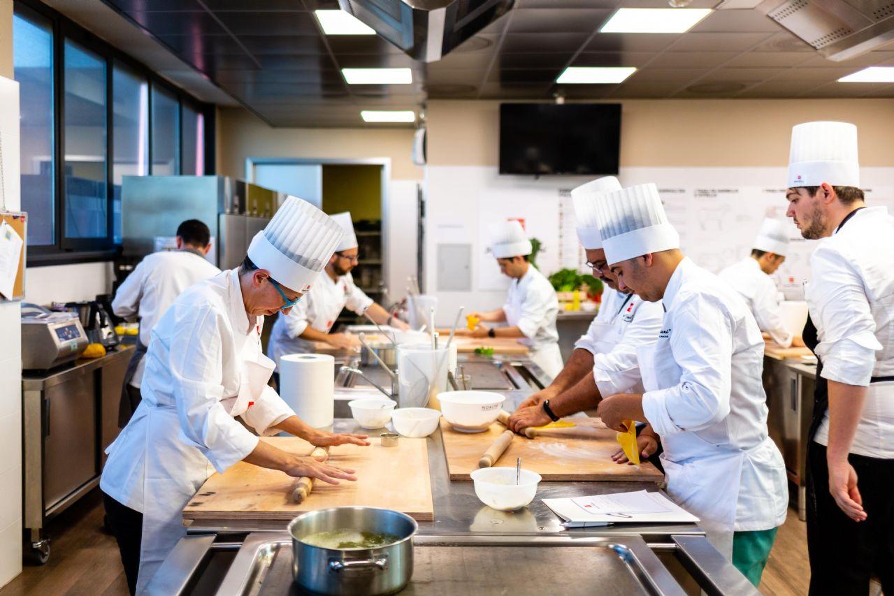 La Storia Della Cucina l'importanza della brigata in cucina tra storia, ruoli e