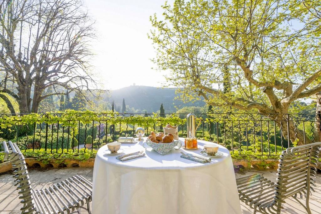 Domaine-de-la-Baume-Breakfast-with-a-view