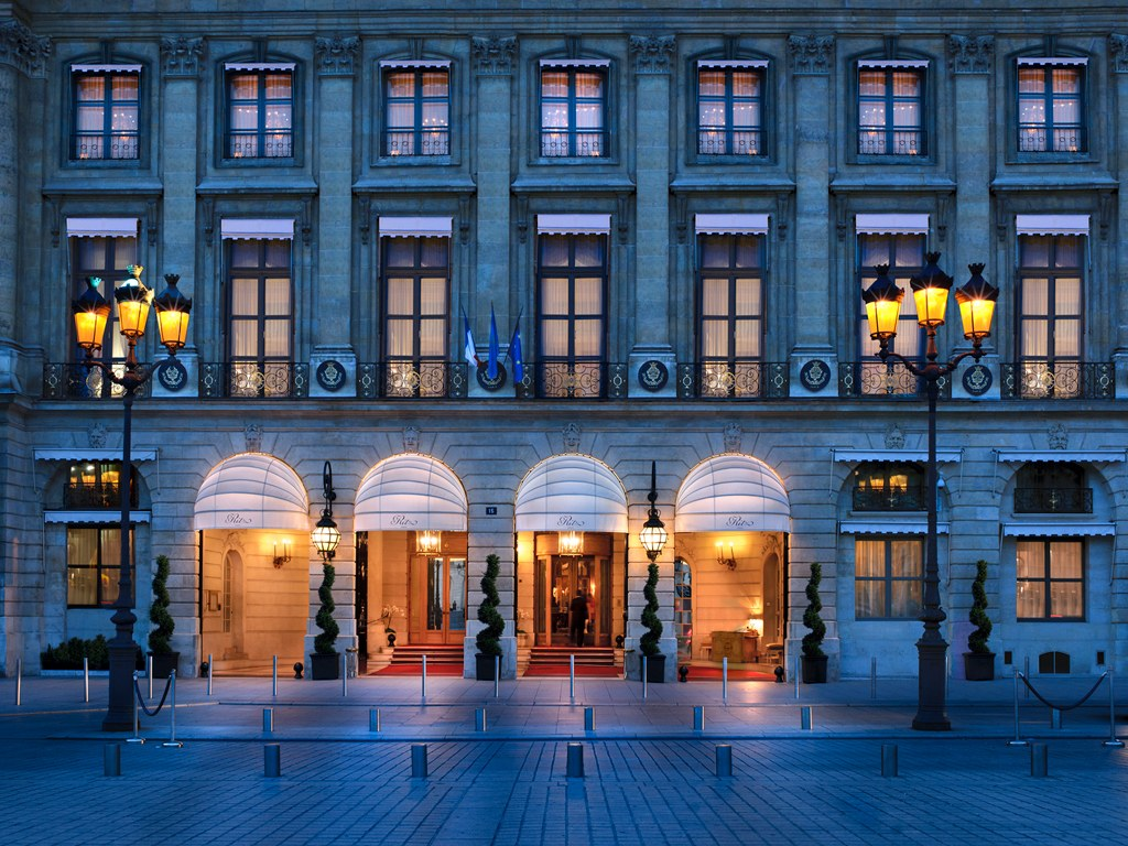 Veduta esterna dell'hotel Ritz Parigi
