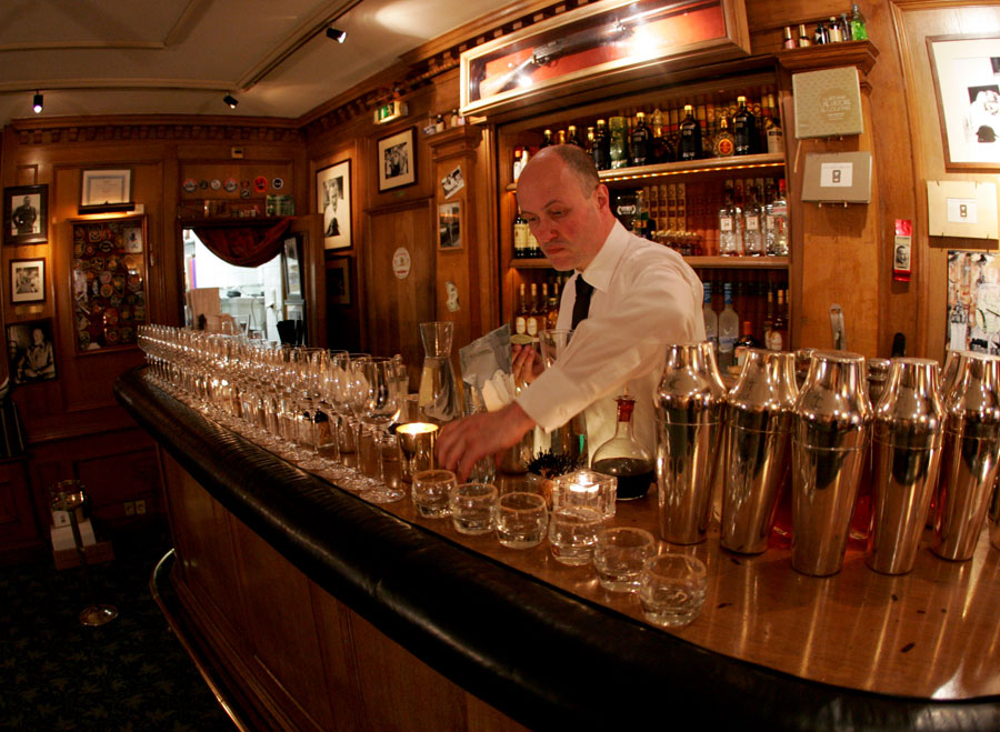 Colin Peter Field, head bartender hotel Ritz di Parigi